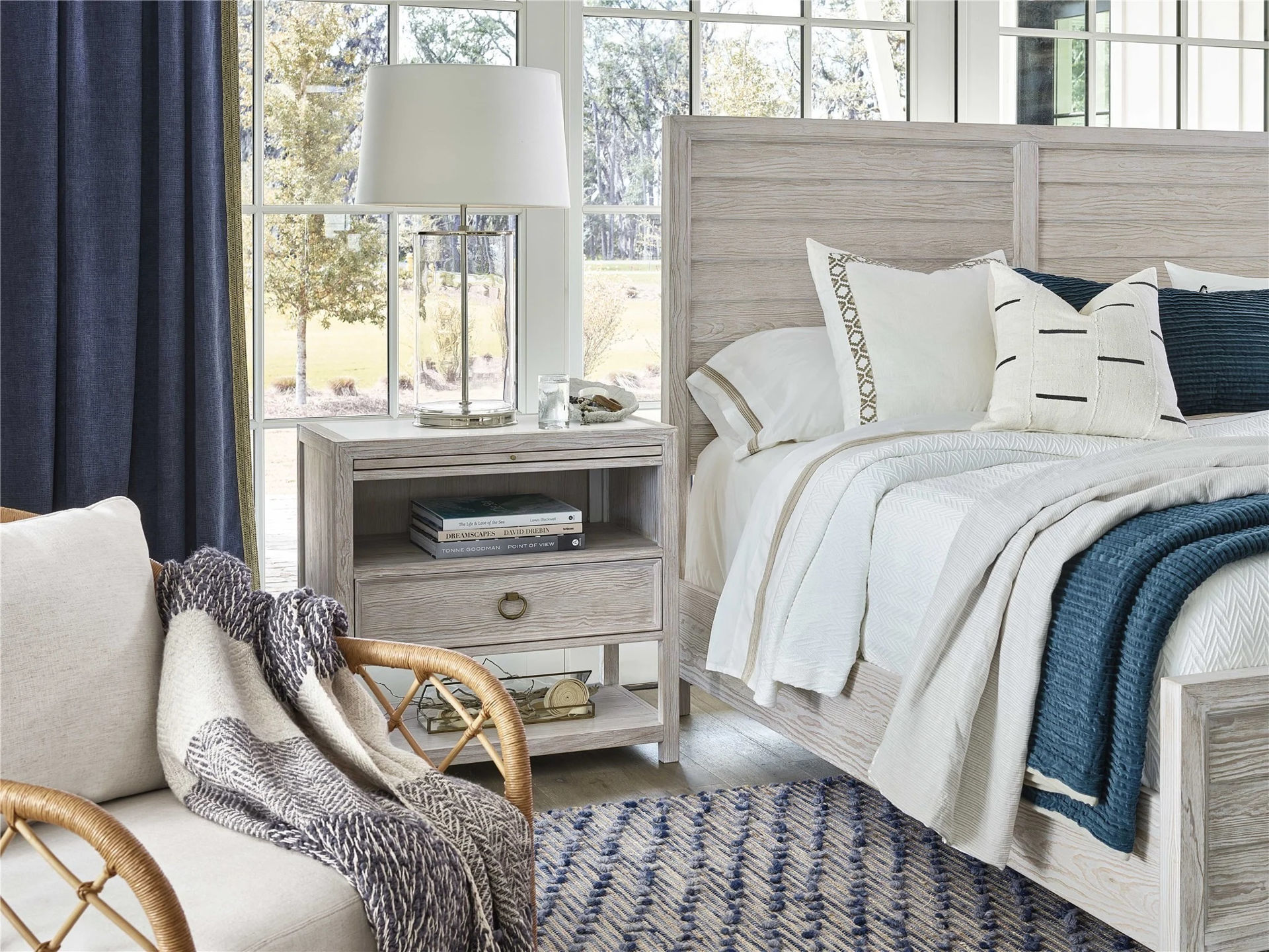 Picture of GETAWAY KING PANEL BED